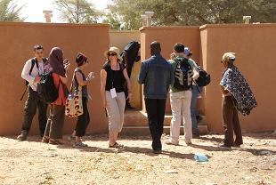 visite de latrines scolaires à Dogondoutchi